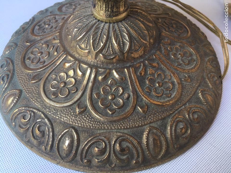 Antigüedades: PIE DE LAMPARA DE METAL LABRADO 43 CTM DE ALTA X 16 CTM DE BASE - Foto 4 - 168397848
