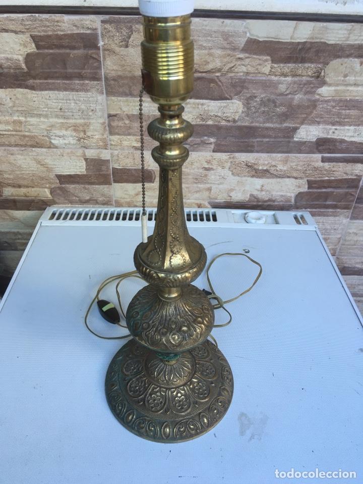 PIE DE LAMPARA DE METAL LABRADO 43 CTM DE ALTA X 16 CTM DE BASE (Antigüedades - Iluminación - Lámparas Antiguas)
