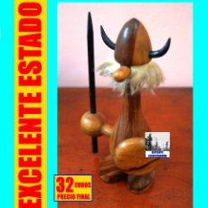 Antigüedades: VIKINGO DE MADERA CON CASCO, ESCUDO, BARBA Y LANZA - HANS BOLLING KAY BOJESEN MID CENTURY. Lote 160573730