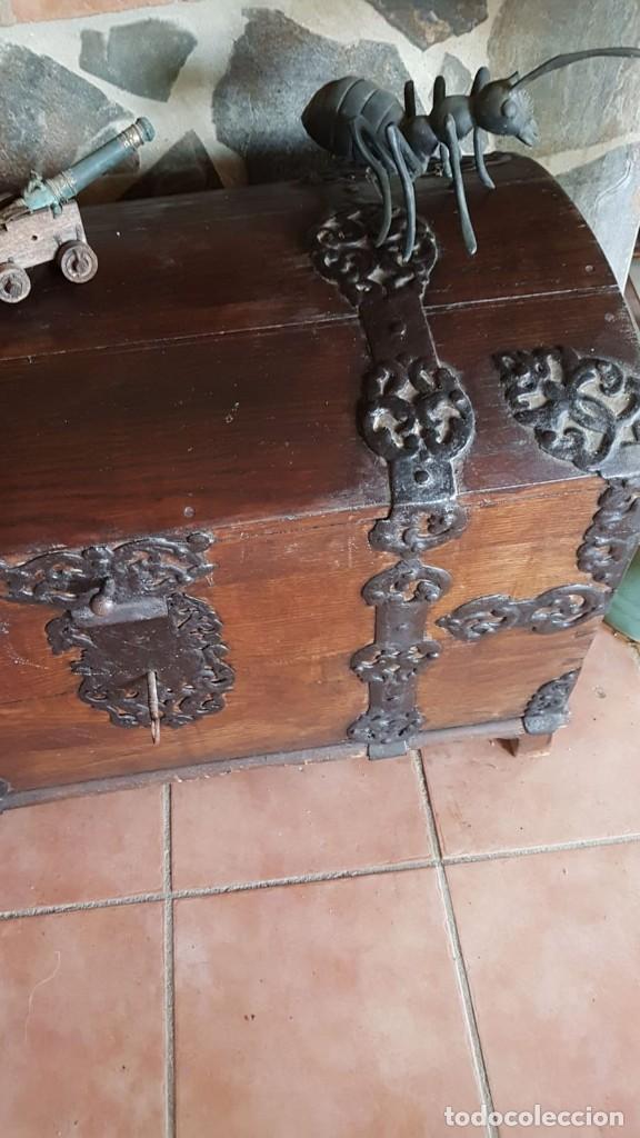Antigüedades: Antiguo baul arcon con herrajes de forja 93 largo 70 alto 50 ancho - Foto 4 - 168401380