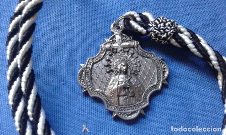 SEMANA SANTA SEVILLA - MEDALLA HDAD SOLEDAD SAN BUENAVENTURA - METAL, NO ALUMINIO (Antigüedades - Religiosas - Medallas Antiguas)