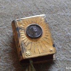 Antigüedades: ANTIGUA MINIATURA DE CAJA CAJITA DE BAQUELITA Y METAL CON IMAGEN DEL GRAN PODER. Lote 168418136