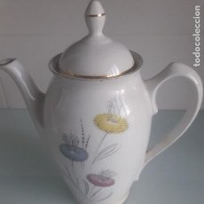 Antigüedades: ANTIGUA CAFETERA DE PORCELANA BLANCA DECORADA CON FLORES - AÑOS 60 - PORZELANIT - MADE IN SPAIN. Lote 168426924