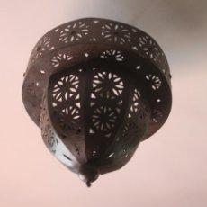 Antigüedades: GRAN LAMPARA DE TECHO DE METAL CON ORIFICIOS - CON PATINA IMITANDO AL OXIDO - ORIGEN MARRUECOS. Lote 168473164