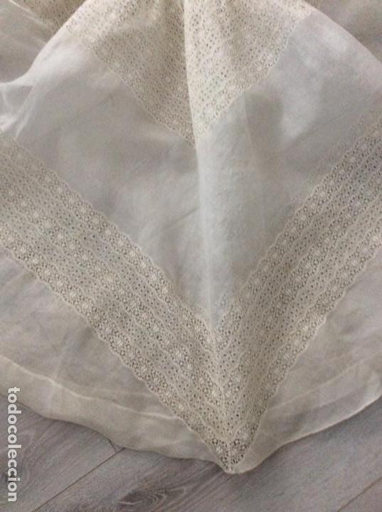 Antigüedades: Traje de comunión de organza bordada con casquete limosnera y velo. Año 1956 - Foto 10 - 168484716
