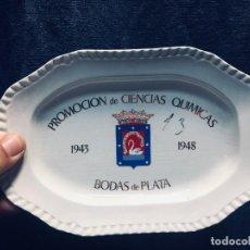 Antigüedades: BANDEJA TARJETERO CERAMICA SAN CLAUDIO OVIEDO PROMOCION CIENCIAS QUIMICAS 1943 1948 MADRID . Lote 168486636