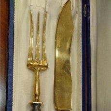 Antigüedades: JUEGO DE CUBERTERIA, CUCHILLO Y TENEDOR TRINCHEROS- S.XIX PLATA VERMEIL-. Lote 168495328