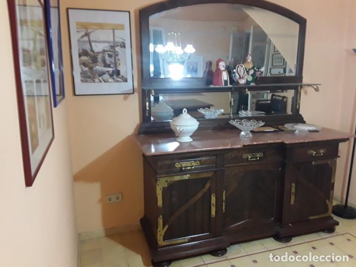 Antigüedades: Bufete/Trinchante/Aparador de comedor en nogal, bronce i latón. Ppos S XX.Modernismo. - Foto 3 - 168499596
