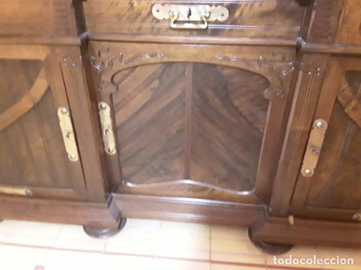 Antigüedades: Bufete/Trinchante/Aparador de comedor en nogal, bronce i latón. Ppos S XX.Modernismo. - Foto 5 - 168499596
