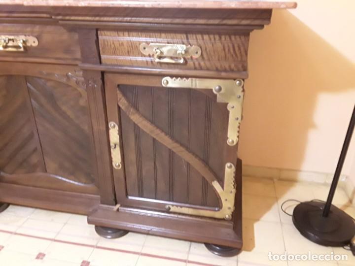 Antigüedades: Bufete/Trinchante/Aparador de comedor en nogal, bronce i latón. Ppos S XX.Modernismo. - Foto 7 - 168499596