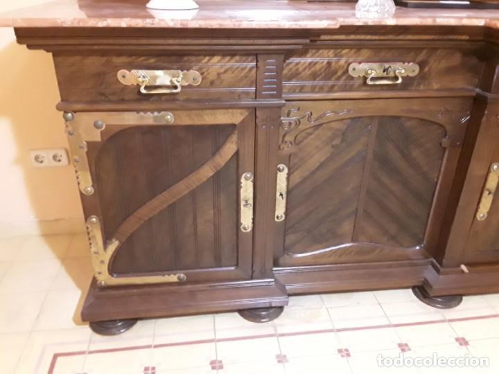 Antigüedades: Bufete/Trinchante/Aparador de comedor en nogal, bronce i latón. Ppos S XX.Modernismo. - Foto 8 - 168499596
