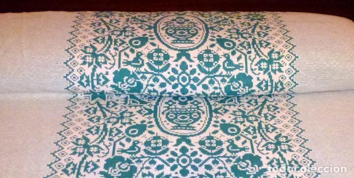 Antigüedades: Pareja de antiguas colchas cubre camas de algodon en color verde y blanco.220 x 170 cm - Foto 2 - 168505856