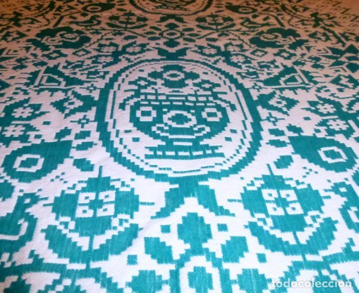 Antigüedades: Pareja de antiguas colchas cubre camas de algodon en color verde y blanco.220 x 170 cm - Foto 4 - 168505856