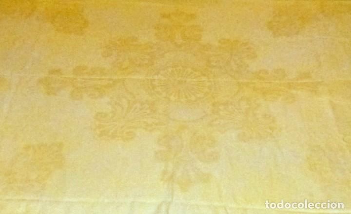 Antigüedades: Antigua colcha cubre camas de algodon fino en color amarillo claro.230 x 190 cm. - Foto 4 - 168506680