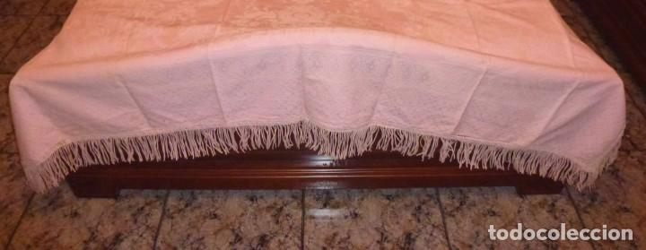 Antigüedades: Antigua colcha cubre camas de algodon con flecos en color rosa claro.230 x 200 cm. - Foto 3 - 168507864
