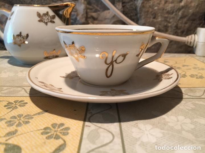 Antigüedades: Antiguo juego de taza / tazas TU Y YO con lechera de porcelana motivos florales en dorado años 60 - Foto 2 - 168518528