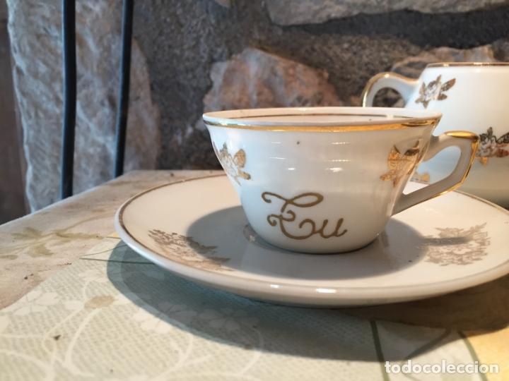 Antigüedades: Antiguo juego de taza / tazas TU Y YO con lechera de porcelana motivos florales en dorado años 60 - Foto 3 - 168518528