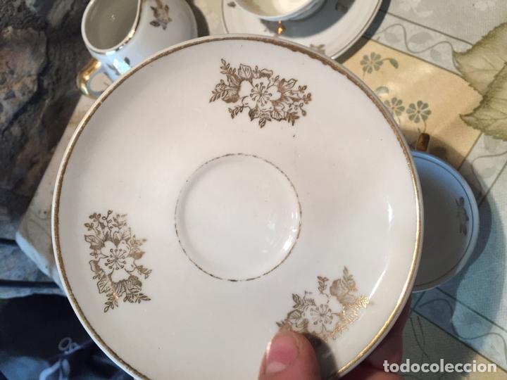Antigüedades: Antiguo juego de taza / tazas TU Y YO con lechera de porcelana motivos florales en dorado años 60 - Foto 6 - 168518528