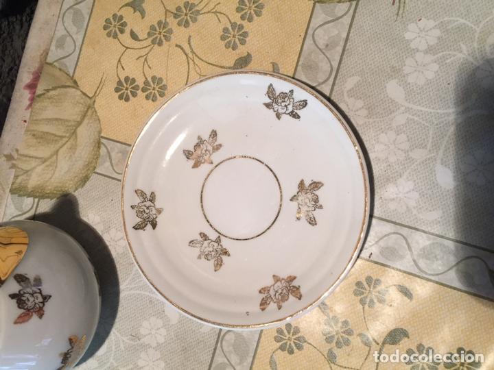 Antigüedades: Antiguo juego de taza / tazas TU Y YO con lechera de porcelana motivos florales en dorado años 60 - Foto 8 - 168518528