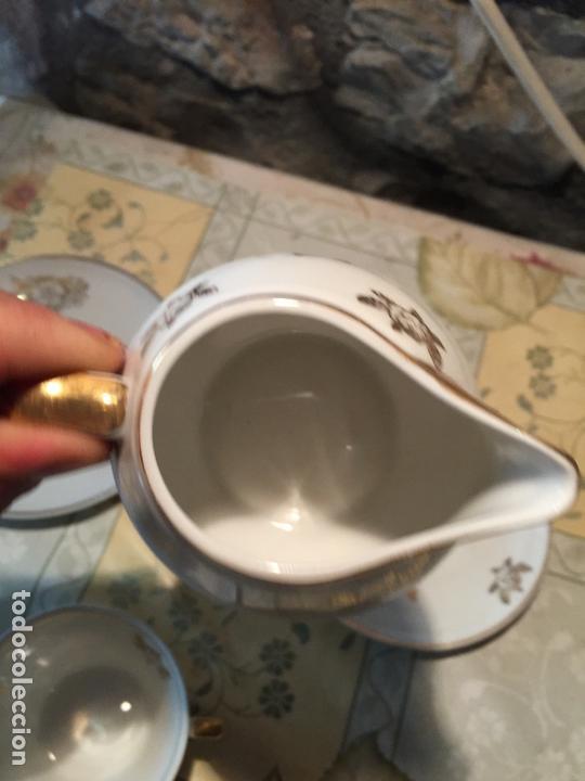Antigüedades: Antiguo juego de taza / tazas TU Y YO con lechera de porcelana motivos florales en dorado años 60 - Foto 12 - 168518528