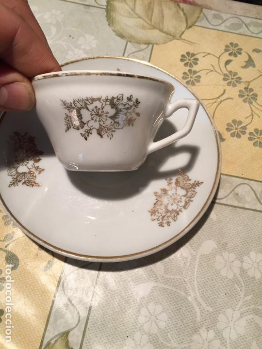 Antigüedades: Antiguo juego de taza / tazas TU Y YO de porcelana con motivos florales en dorado años 60 - Foto 2 - 168519140