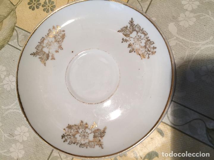 Antigüedades: Antiguo juego de taza / tazas TU Y YO de porcelana con motivos florales en dorado años 60 - Foto 3 - 168519140