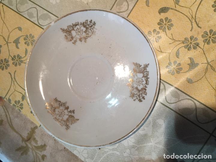 Antigüedades: Antiguo juego de taza / tazas TU Y YO de porcelana con motivos florales en dorado años 60 - Foto 4 - 168519140