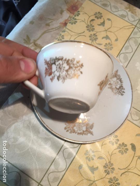Antigüedades: Antiguo juego de taza / tazas TU Y YO de porcelana con motivos florales en dorado años 60 - Foto 5 - 168519140
