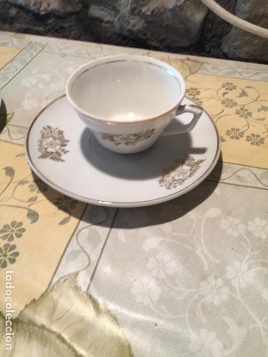 Antigüedades: Antiguo juego de taza / tazas TU Y YO de porcelana con motivos florales en dorado años 60 - Foto 7 - 168519140