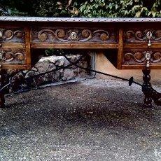 Antigüedades - Mesa en madera tallada de nogal estilo Español - 168528104