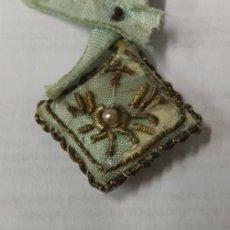 Antigüedades: ANTIGUO ESCAPULARIO BORDADO A MANO. Lote 168562476