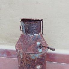 Antigüedades: ANTIGUA LECHERA ARTESANAL DE CHAPA METALICA. AGRICULTURA GANADERÍA.. Lote 168586808