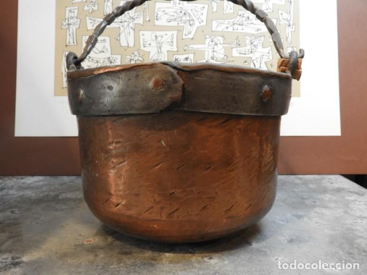 Antigüedades: CALDERO ANTIGUO DE COBRE CON ASA DE HIERRO FORJADO - Foto 7 - 168590928