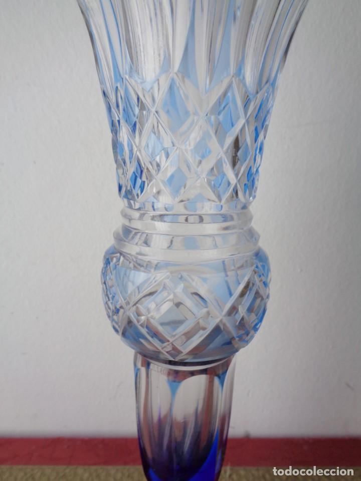 Antigüedades: Jarrón cristal tallado color azul celeste. Cristal Bacarrat. Primer tercio del siglo XX. - Foto 3 - 168604132