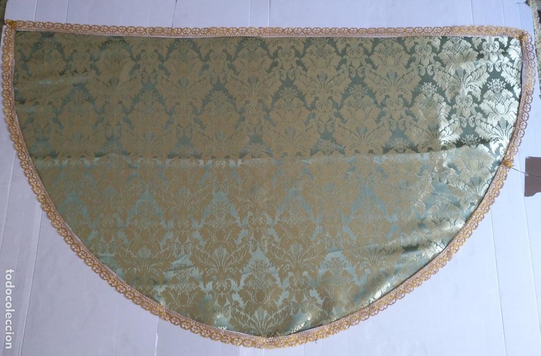 Antigüedades: manto 145x85cm brocado verde manzana oro para virgen esperanza semana santa con encaje manto capa - Foto 2 - 168625428