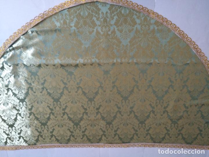Antigüedades: manto 145x85cm brocado verde manzana oro para virgen esperanza semana santa con encaje manto capa - Foto 4 - 168625428