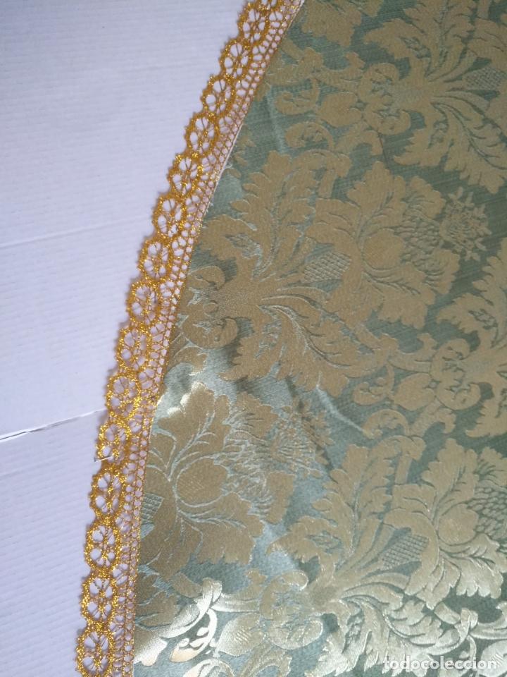 Antigüedades: manto 145x85cm brocado verde manzana oro para virgen esperanza semana santa con encaje manto capa - Foto 5 - 168625428