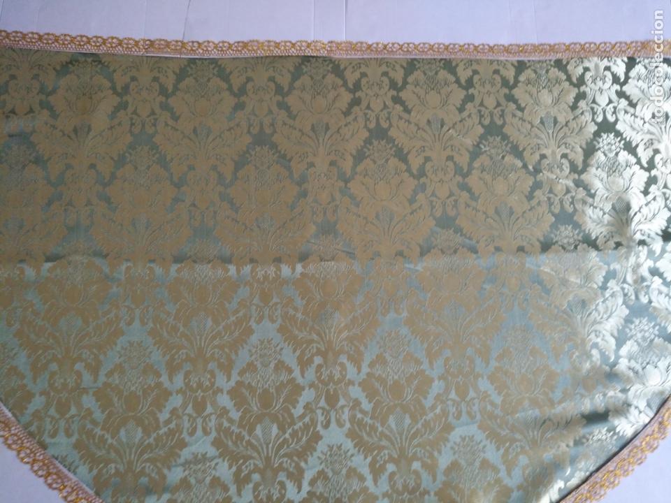 Antigüedades: manto 145x85cm brocado verde manzana oro para virgen esperanza semana santa con encaje manto capa - Foto 6 - 168625428