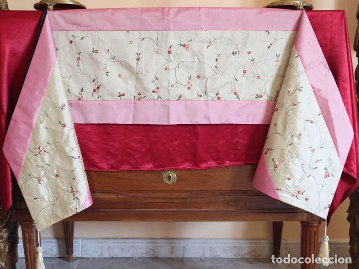Antigüedades: Precioso ornamento confeccionado en seda y bordados manuales. 190 x 32 cm. Pps. S. XX. - Foto 2 - 168637756