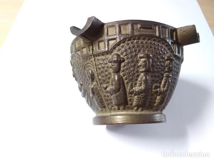CENICERO DE BRONCE CON IMÁGENES DE PESEBRE (Antigüedades - Hogar y Decoración - Ceniceros Antiguos)