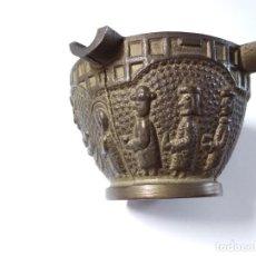 Antigüedades: CENICERO DE BRONCE CON IMÁGENES DE PESEBRE. Lote 168641068