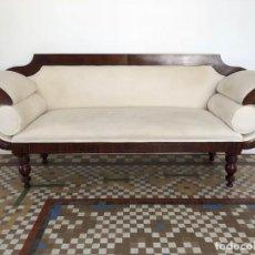 Antigüedades: ELEGANTE CHESLONG ESTILO ISABELINO. Lote 168641100
