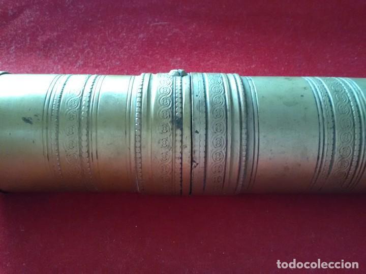 Antigüedades: Curioso y antiguo pimentero de bronce siglo XIX . Con bonitos labrados - Foto 4 - 168664484