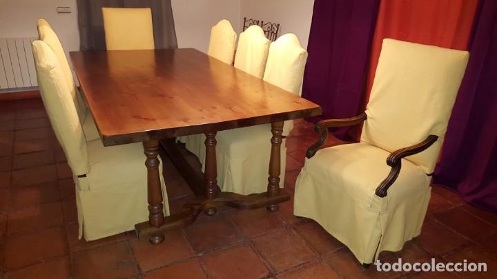 Magnífica mesa de comedor castellana en madera de pino. En muy buen estado.