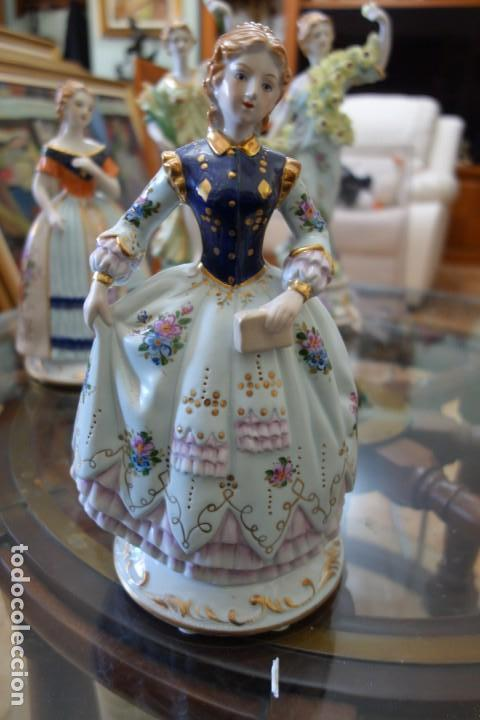 FIGURA DE PORCELANA ALEMANA MEISSEN DEL SIGLO XX (Antigüedades - Porcelana y Cerámica - Alemana - Meissen)