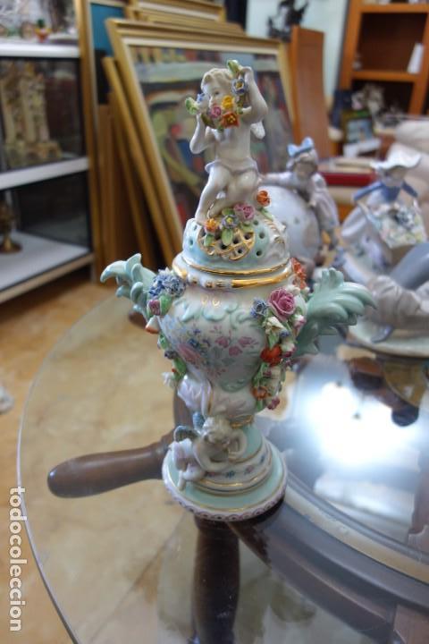BOMBONERA DE PORCELANA ALEMANA DEL SIGLO XIX (Antigüedades - Porcelana y Cerámica - Alemana - Meissen)