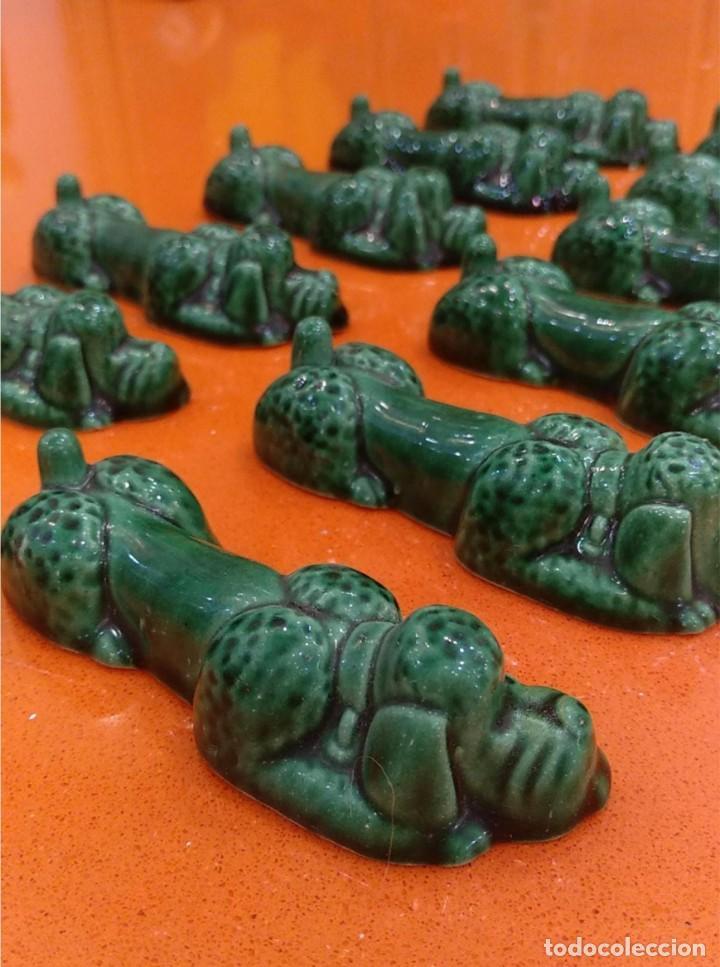 Antigüedades: Soporta cubiertos en forma de perros- Mayolique Francesa- manufactura Sarguemines, S.XIX - Foto 4 - 168724492