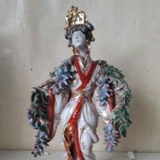 Antigüedades: GEISHA EN CERAMICA POLICROMADA MITAD SXX G.DANTI. Lote 168751168