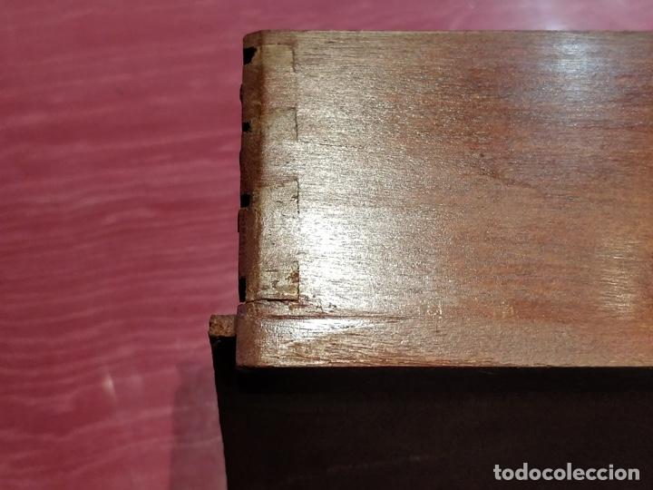 Antigüedades: Antigua coqueta tocador estilo art deco, con espejo y cuatro cajones-Alto 195 ancho 95 fondo 50cm - Foto 16 - 133246358