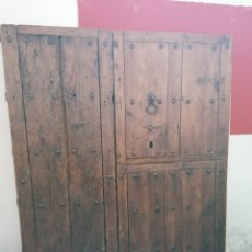 Antigüedades: PUERTA RÚSTICA DE MADERA DE PINO ANTIGUA. Lote 168801613
